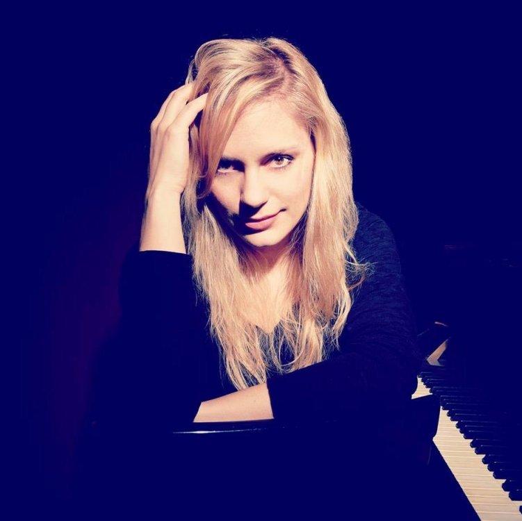 Beatrice Short: Beatrice Berrut (Piano)